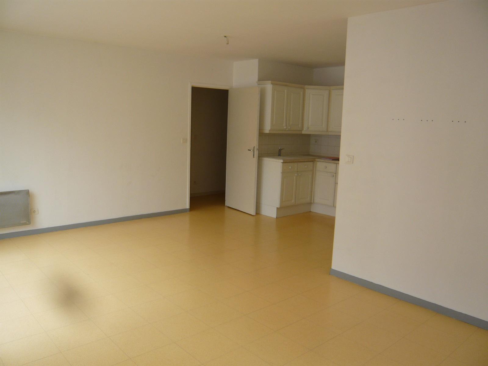 vente amiens sud appartement t ii en rez de chauss e avec deux parkings ext rieurs. Black Bedroom Furniture Sets. Home Design Ideas